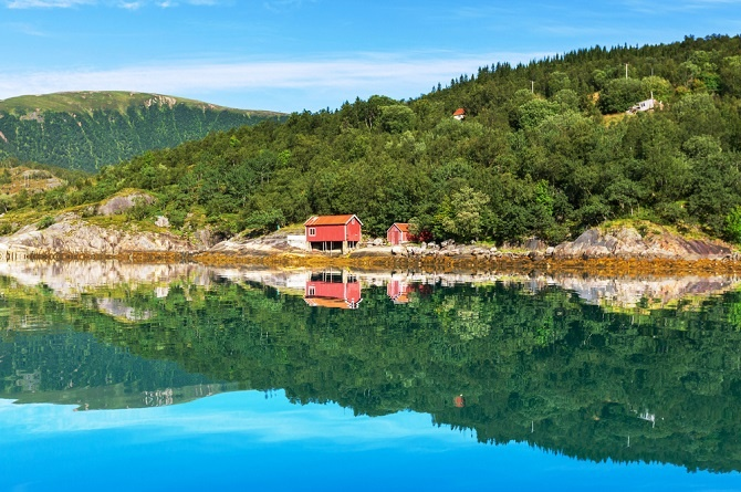 """""""Norwegen ist keine Kulturnation, sondern eine Naturnation"""", behauptete einmal der zeitgenössische Maler Odd Nerdrum. Am Wochenende zieht es jeden Norweger vom Arbeitsplatz raus zum Hüttchen im Wald, am See und am Meer. (#04)"""