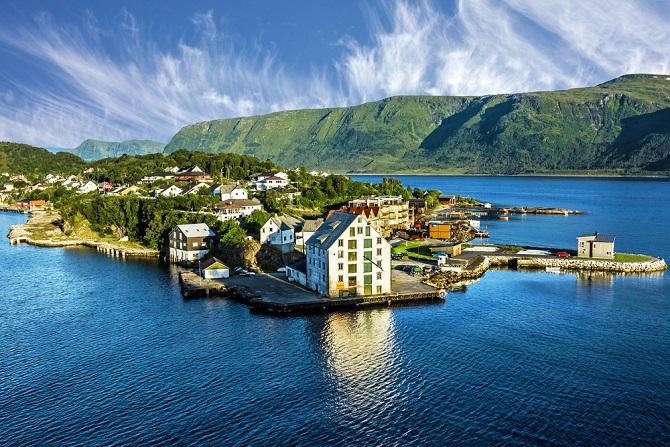 Gerade zum Sonne tanken sind Immobilien in Norwegen bei Touristen und Träumern gerade sehr beliebt. Wer also schon immer von einer Anglerhütte am Meer geträumt hat, für den wären Immobilien in Norwegen das Richtige.(#03)