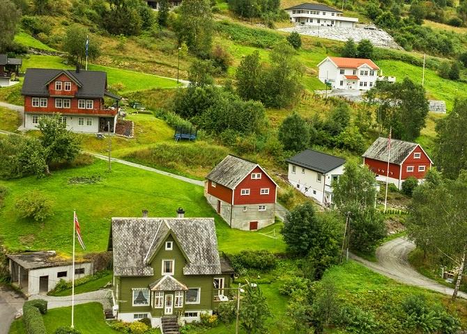 In Norwegen herrscht Fachkräftemangel. Gut für Zuwanderer, besonders für Deutsche mit super Referenzen. Die norwegische Regierung unterstützt deutsche Zuwanderer mit billigem Boden, guten Krediten fairen Immobilien-Preisen. (#05)