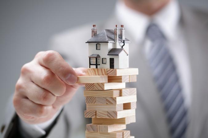 Erst vor Kurzem sorgte die weltweite Finanzkrise dafür, dass der Immobilienmarkt in den Keller ging. Offene Immobilienfonds aller Anlageklassen verloren Millionen. (#2)