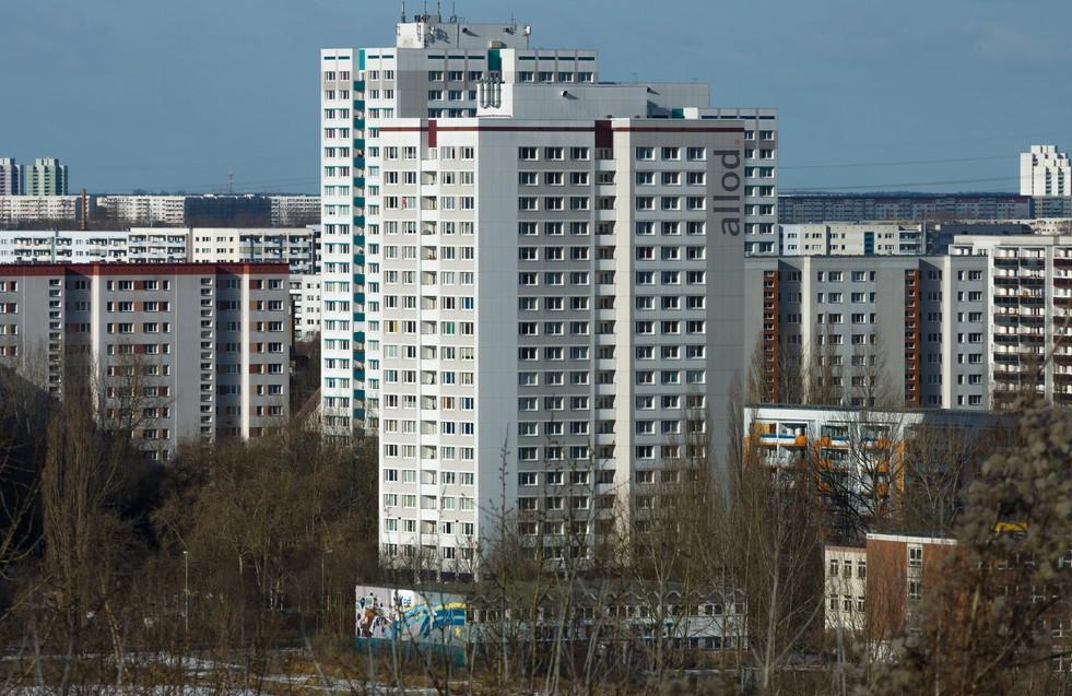 Immobilien in Berlin: Mieten steigen nicht überall - oder zumindest nur moderat. In Berlin-Marzahn, das noch von seinem Plattenbau-Erbe geprägt ist, können sich die Mieten unterhalb einem  Quadratmeterpreis von 9,00 Euro halten. (#2)