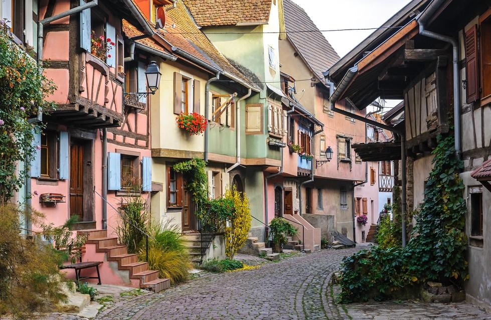 Das Kopfsteinpflaster ist nicht nur in Eguisheim zu finden. Hier die vierte Elsaß-Immobilie - ebenfalls ein Fachwerkhaus. (#4)