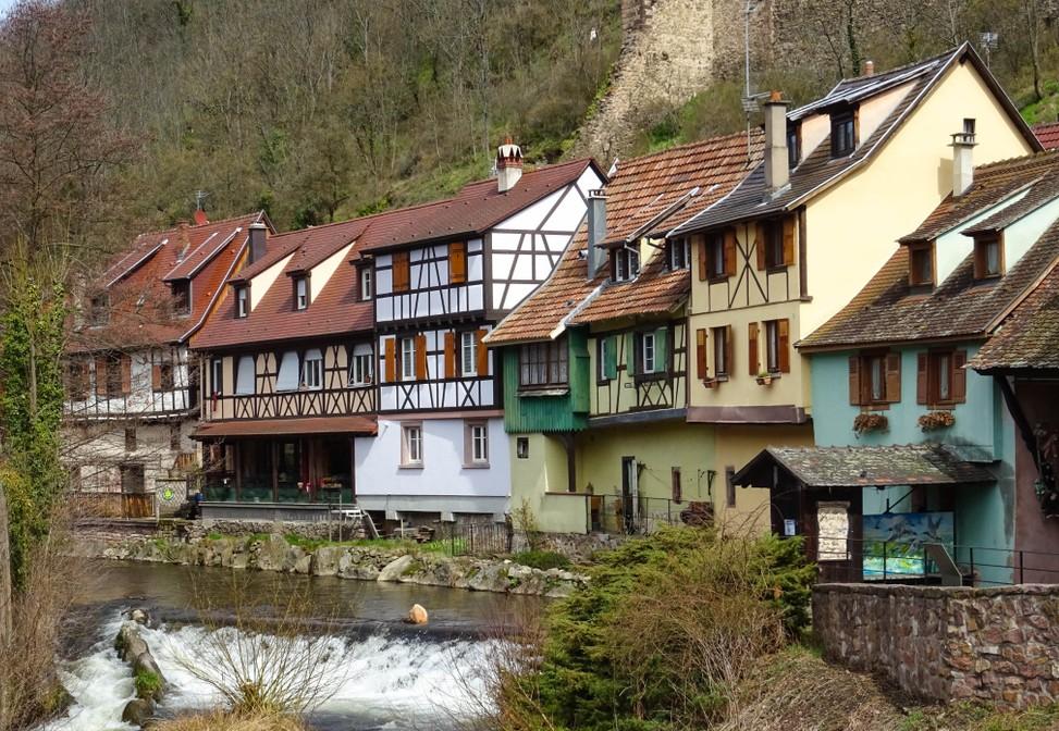 Diese Elsaß-Immobilien finden sich in Kaysersberg an der Weiss. Das Tal der Weiss beherbergt viele weitere Fachwerkhäuser. (#5)