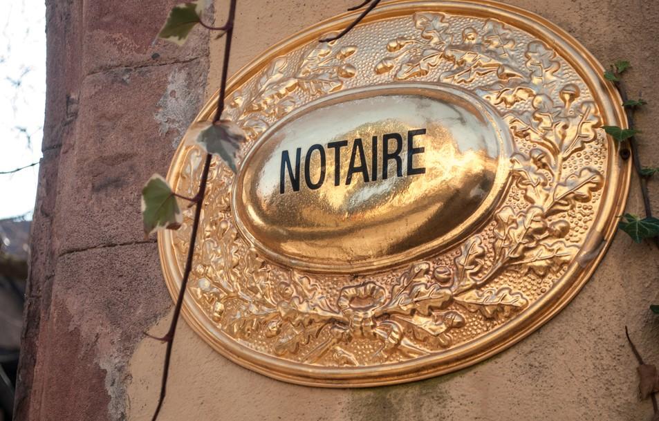 """Immobilien in den Vogesen zu kaufen erfordert das Mitwirken eines Notars (""""Notaire""""). Das andersartige französische Recht macht eine umfangreiche Beratung vor dem Kaufabschluss  sinnvoll. Notare können hier gut beraten, was auch ihre Aufgabe ist. (#1)"""