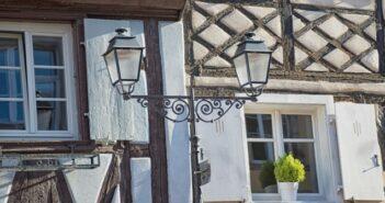 Immobilien: Elsass! Was Sie alles beahcten sollten. Von den Gepflogenheiten von Maklern, Notaren und Immobilienvermittlungsbüros im Elsass.