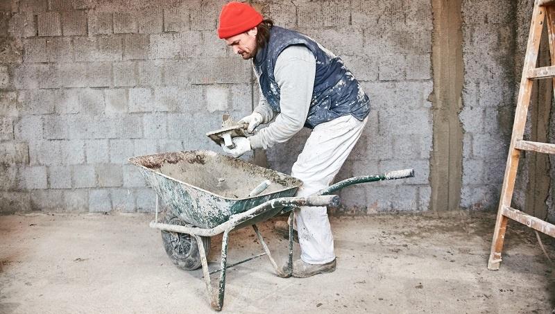 Mit einem Sanierungs- oder Verbraucherkredit sind unterschiedliche Maßnahmen zur Renovierung und Sanierung durchzuführen. (Foto: 1 shutterstock-AstroStar)