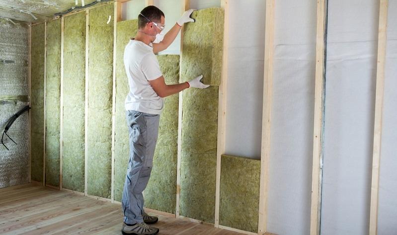 Wenn die KfW für den Sanierungskredit infrage kommt, muss der Antrag auf einen Förderkredit bei der Hausbank gestellt werden. (Fotolizenz-Shutterstock: Bilanol )