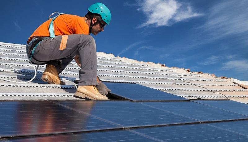 Um von einem normalen Haus auf ein Gebäude mit der Energieeffizienz 55 aufzurüsten, sind unterschiedliche <strong>bauliche und technische Maßnahmen</strong> notwendig.  ( Foto: Shutterstock- Federico Rostagno)