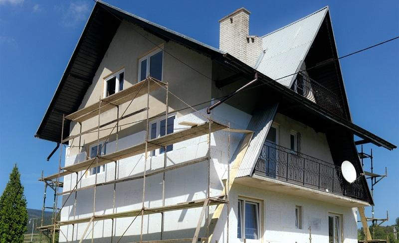 Verschiedene KfW-Förderprogramme sehen auch das <strong>Aufrüsten von Bestandsbauten</strong> vor. ( Foto: Shutterstock-majeczka  )