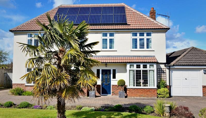 Der Kauf eines energetischen Hauses, bzw. das energieeffizient zu bauende Gebäude kann mit einem zinsgünstigen Kredit und zusätzliche Tilgungszuschuss der KfW-Bank gefördert werden.( Foto: Shutterstock-1000 Words)