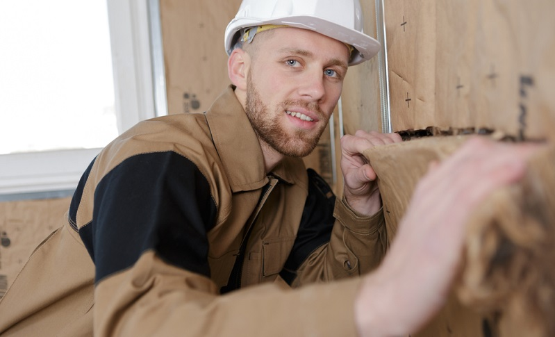 Ausschlaggebend dafür, welche Maßnahmen im Einzelnen umgesetzt werden, ist der Ist-Zustand des Gebäudes.  ( Foto: Shutterstock- ALPA PROD  )