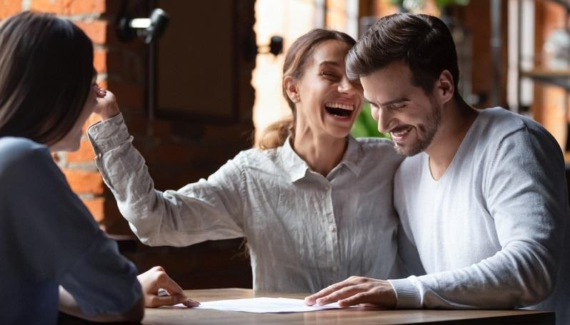 Mit einer vorausschauenden Planung kann der Mietkauf eine gute Alternative darstellen, um ohne Bankkredit ein Eigenheim zu erwerben.  ( Foto: Shutterstock- fizkes)