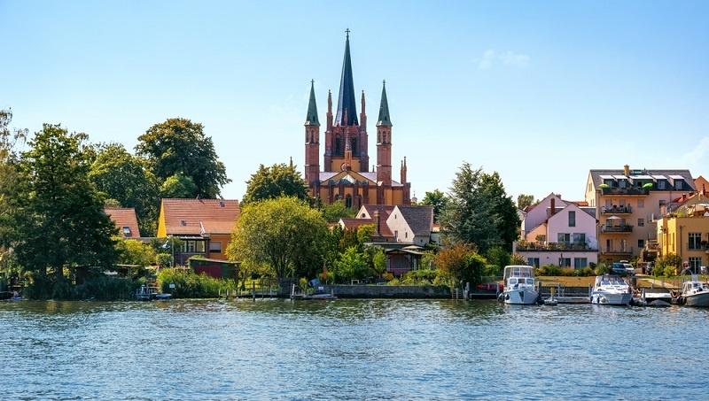 Das Bundesland mit den günstigsten Wohnungen ist Brandenburg wobei es sich den Platz mit Mecklenburg-Vorpommern teilt. ( Foto: Shutterstock-Pani Garmyder)