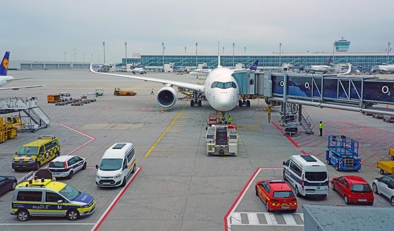 Anders bei der Leitwarte der Lufthansa in München, wo die modernste Technik dafür sorgt, dass Brand- und Rauchmelder, Leitungsnetze und Löschvorrichtungen konsequent und in Echtzeit überwacht werden können.  ( Foto: Shutterstock- EQRoy )