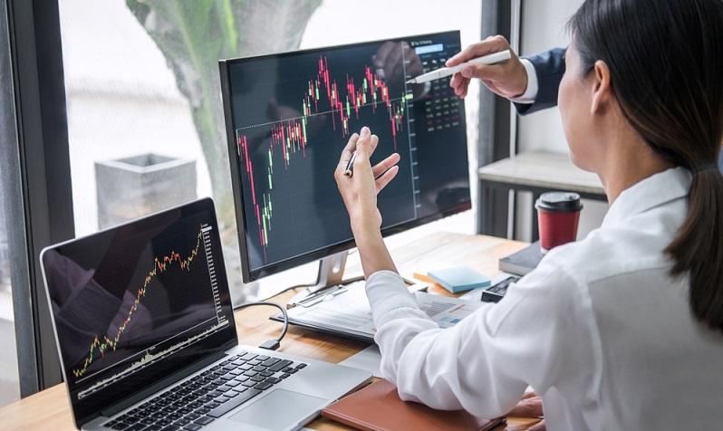 Erwirbt ein Anleger Aktien, so erwirbt er auch Anleihen an einem Unternehmen, das als Aktiengesellschaft auftritt.  ( Foto: Shutterstock-Freedomz )