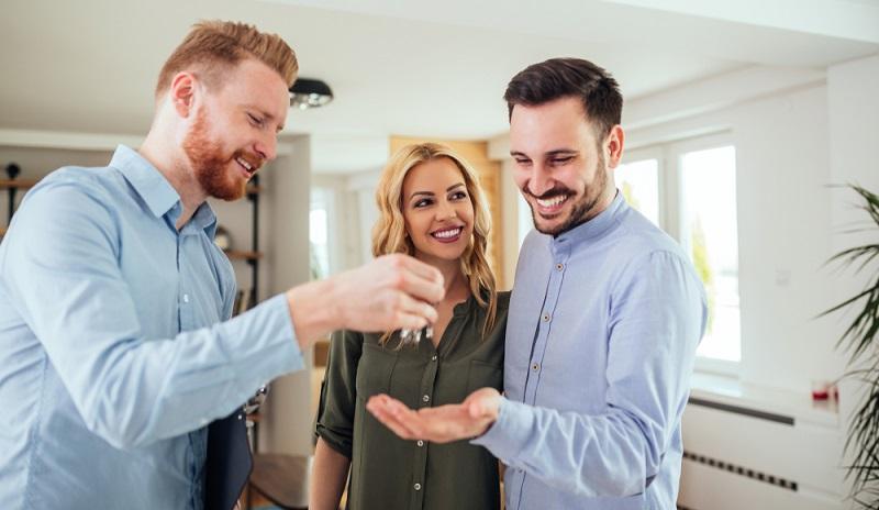Das Einkommen eines Immobilienkaufmanns hängt davon ab, welche Ausbildung abgeschlossen wurde bzw. welche Weiterbildung vorgewiesen werden kann. ( Foto: Shutterstock- bbernard )